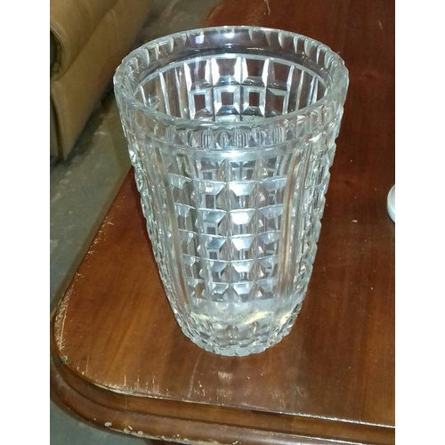 56 - 26 cm tall heavy crystal vase...