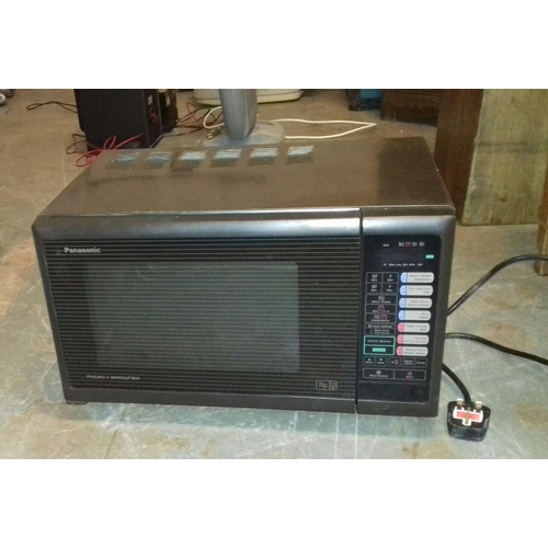 409 - Panasonic 800 wt microwave and browner...