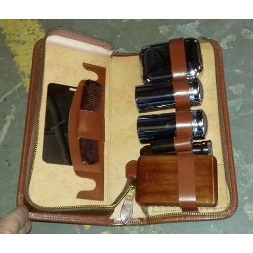 321 - Vintage gents travel set in case...