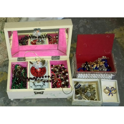 374 - Vintage musical jewellery box and contents...