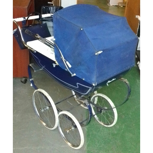 360 - Child's Silver Cross coach built dolls pram with accessories...