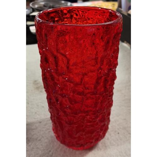 26 Cm Tall Large Red Whitefriars Glass Bark Vase