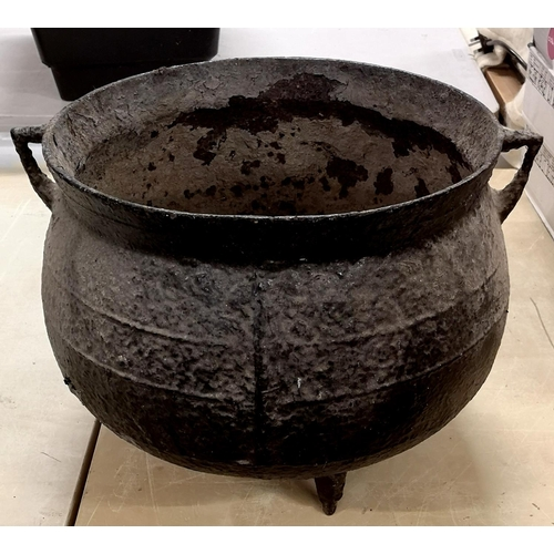 4 - 35 cm diameter and 30 cm tall vintage cast cauldron...