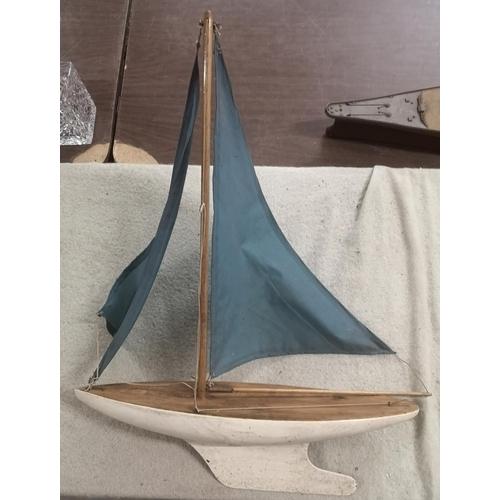 52 - 53 cm long vintage wooden model yacht...