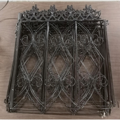 1 - 9 x sections of 50 cm wide and 58 cm tall metal interlocking border/fencing...