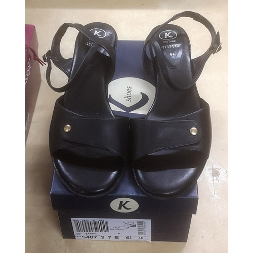 60 - Boxed and unworn wide fitting K Shoes softees size 6.5...