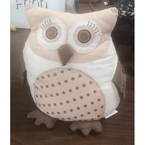 301 - 23 cm tall Dunelm weighted owl material door stop...