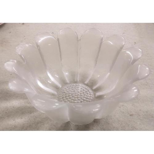 54 - 9 cm tall and 22 cm diameter Dartington crystal daisy bowl...