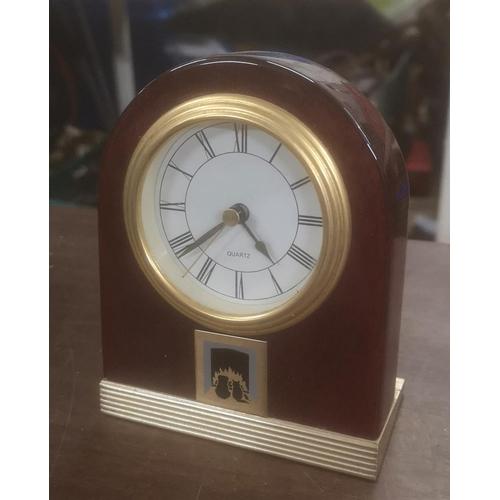 46 - 12.5 cm tall quartz mantle clock...