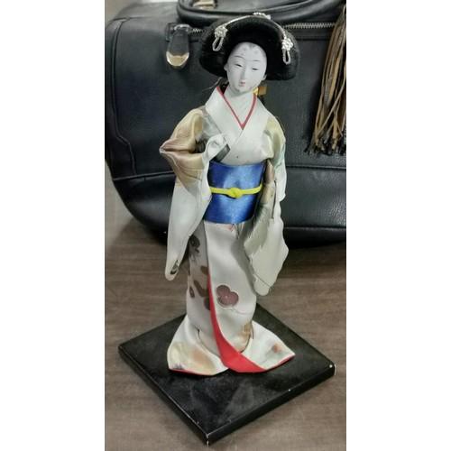11 - 30 cm tall vintage Japanese Geisha figure...