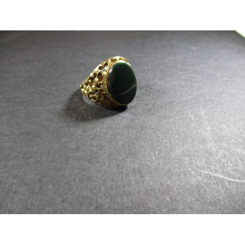13 - A 9ct gold signet ring set with a hard stone, approx. ring size R1/2