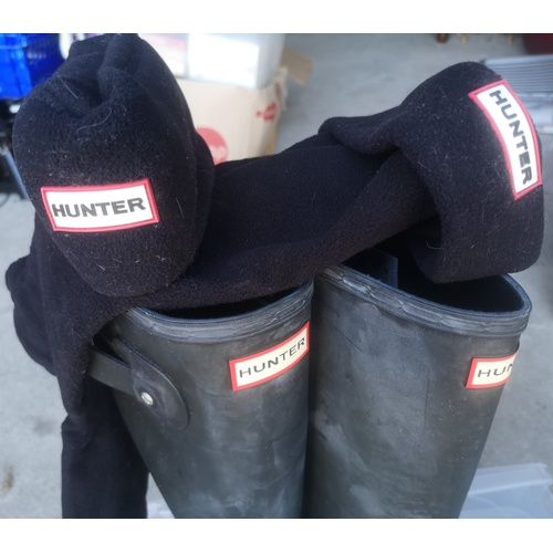 13 - Genuine Hunter Wellies, Mens - Size 11 with Hunter Welly Sock Warmers...