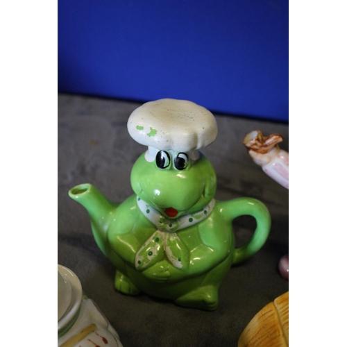 20 - 4 x Collectors Novelty Teapots