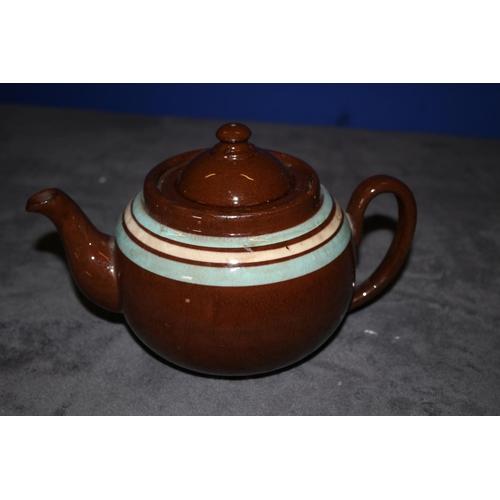 22 - 2 x Vintage Teapots - Ye Olde Cottage and LB