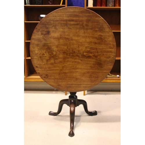 15 - AN EARLY 19TH CENTURY TIP UP CENTRE TABLE, with circular top, on a birdcage support, over turned bal...