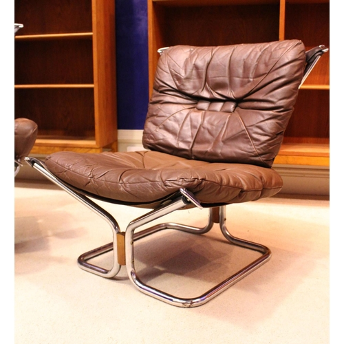 37 - A PAIR OF INGMAR RELLING FOR WESTNOFA LEATHER LOUNGE CHAIRS, one with armrests, one without, each wi...