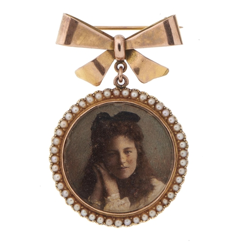26 - <strong>AN EDWARDIAN GOLD LOCKET </strong>with split pearl surround, double sided, 3.2cm, engraved 1...