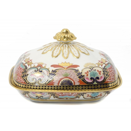 105 - <p>A FINE FLIGHT, BARR & BARR DISH AND COVER, C1820 in a Japan pattern, with highly burnished gilt f...