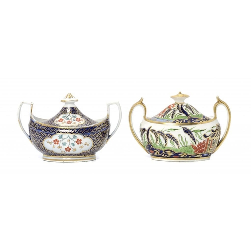 107 - <p>A CHAMBERLAIN WORCESTER OVAL KAKIEMON SUCRIER AND COVER, C1820 with cobalt ground of gilt seaweed...