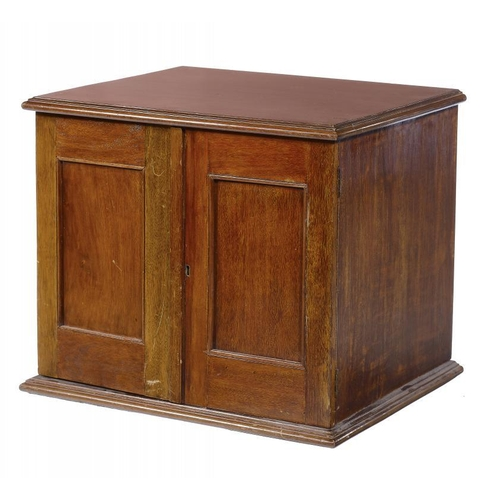 1107 - <p>A MAHOGANY COIN CABINET, EARLY 20TH C  fitted with trays and enclosed by a pair of panelled doors...