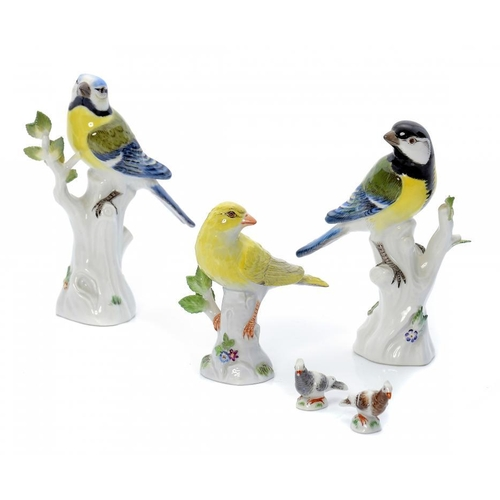 179 - <p>THREE MEISSEN MODELS OF BIRDS AND A PAIR OF MINIATURE MEISSEN ROCK DOVES, LATE 19TH AND 20TH C  l...