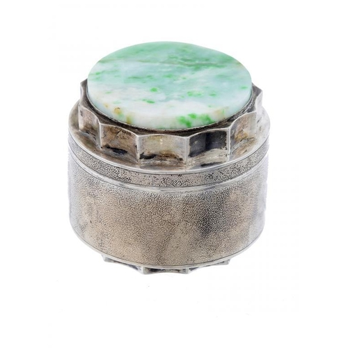 331 - <p>A CHINESE SILVER CYLINDRICAL BOX AND COVER, EARLY 20TH C the cover mounted with a jadeite disc, 5...