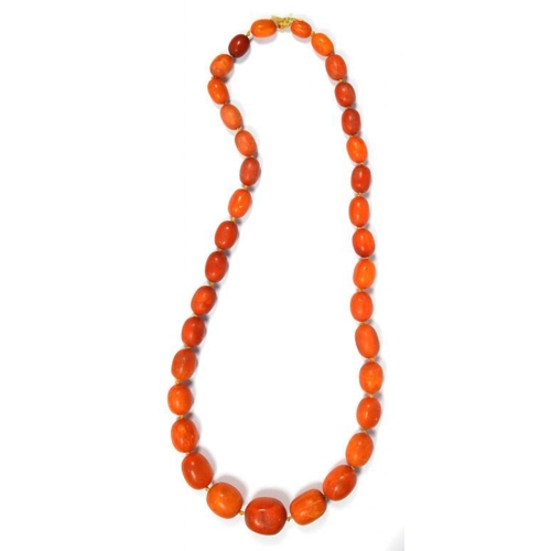 341 - <p>A NECKLACE OF AMBER BEADS 117g</p><p></p>...