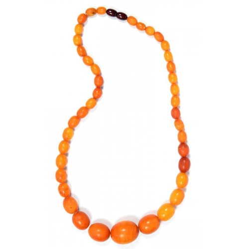 342 - <p>A NECKLACE OF AMBER BEADS 49.7g</p><p></p>...