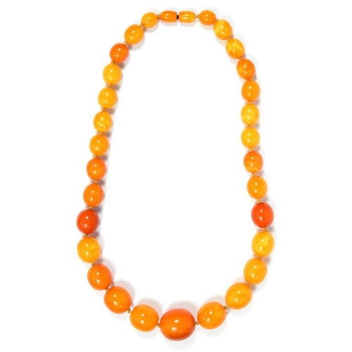 343 - <p>A NECKLACE OF AMBER BEADS 72.8g</p><p></p>...