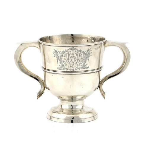 608 - <p>A GEORGE I SILVER CUP  finely engraved with a near contemporary mirror monogram and inscribed und...