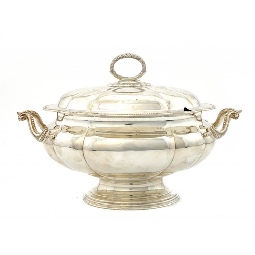 611 - <p>A VICTORIAN SILVER LOBED OVAL SOUP TUREEN AND  COVER  26cm h, by Elkington & Co, Birmingham 1880,...