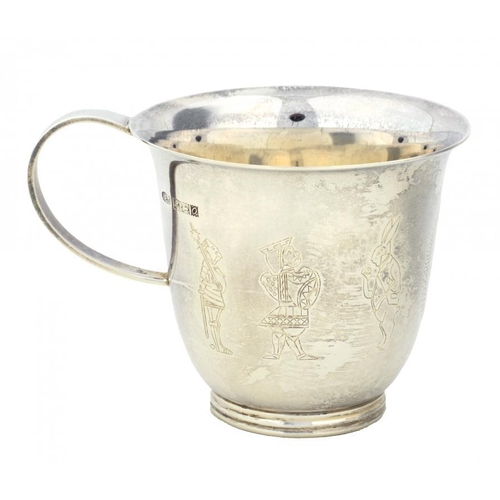 637 - <p>ALICE IN WONDERLAND.  AN ELIZABETH II SILVER CHILD'S MUG BY A E JONES  engraved with Alice and fi...