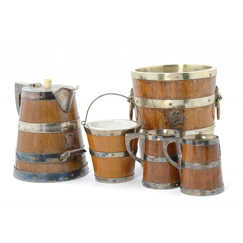 951 - <p>A VICTORIAN EPNS MOUNTED OAK BEER JUG AND PAIR OF ALE MUGS AND A SIMILAR CONTEMPORARY WINE COOLER...