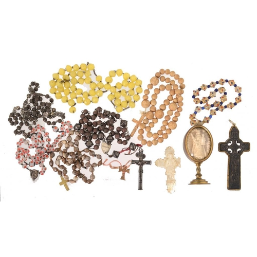 10 - <p>A SILVER AND WOODEN BEAD ROSARY WITH A TUBULAR SILVER CRUCIFIX, 19TH C crucifix 6.9cm h overall, ...