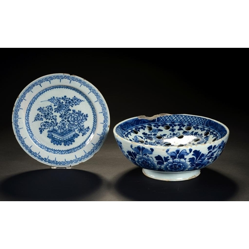 22 - <p>AN ENGLISH DELFTWARE COLANDER BOWL AND A CONTEMPORARY PLATE, C1760-70 painted with floral pattern...