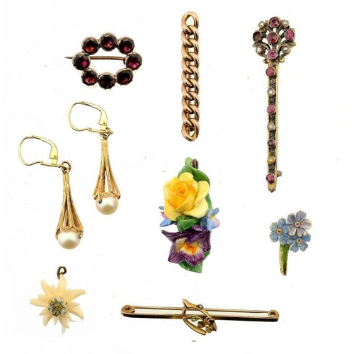 352 - <p>A FOILED GARNET AND GOLD BROOCH, EARLY 19TH C two gold bar brooches and a pair of 9ct gold and cu...