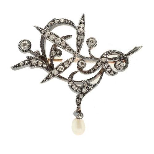 353 - <p>A DIAMOND SPRAY BROOCH, C1900  with baroque pearl en tremblant, c 3.7 x 4mm, 7.2g</p><p></p>...