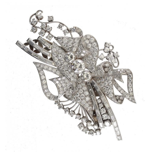 357 - <p>A MAGNIFICENT DIAMOND DOUBLE CLIP BROOCH, MID 20TH C  with round brilliant and baguette cut diamo...