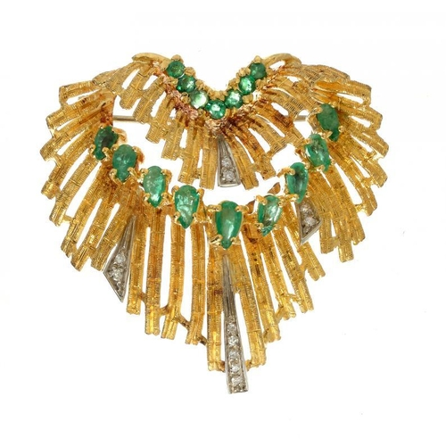 383 - <p>AN ITALIAN EMERALD, DIAMOND AND TWO COLOUR GOLD CASCADE BROOCH, C1970 4cm h, marked 18k, 16g</p><...