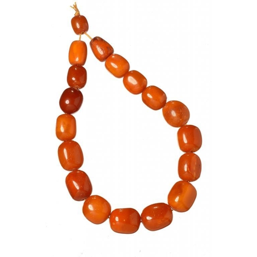 422 - <p>A NECKLACE OF 18 AMBER BEADS 137g</p><p></p>...