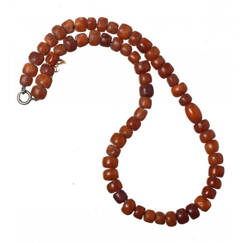 423 - <p>A NECKLACE OF 61 AMBER BEADS 21g</p><p></p>...