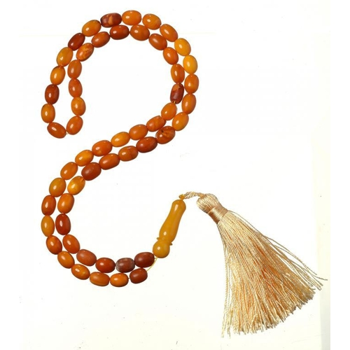 431 - <p>A NECKLACE OF 57 AMBER BEADS terminating in an amber pendant, 30.8g</p><p></p>...