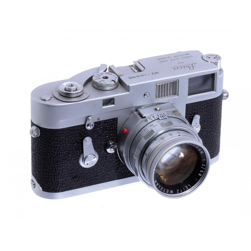 777 - AN ERNST LEITZ LEICA M2 CAMERA,  NO 1019906, 1961 with maker's Summicron f2 5cm lens and leather eve...