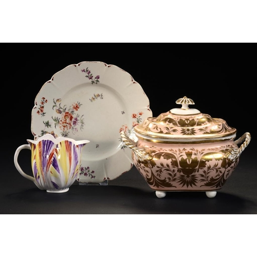89 - <p>AN INTERESTING POLYCHROME TULIP SHAPED JUG, AN EARLY DERBY PLATE PAINTED IN THE MANNER OF THE COT...