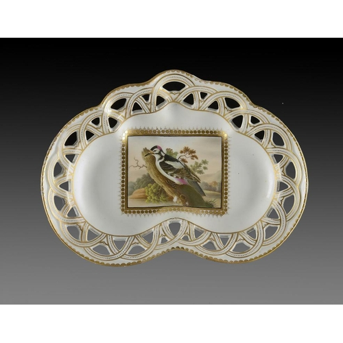 72 - A CHAMBERLAIN WORCESTER PIERCED DESSERT DISH, C1810  painted with a rectangular panel of a woodpecke...