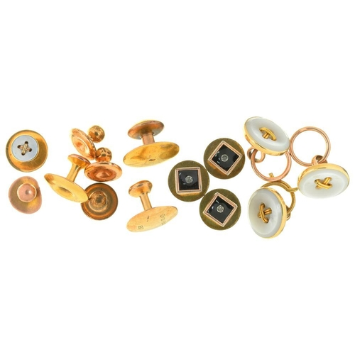 32 - <p>A COLLECTION OF DRESS STUDS AND BUTTONS, INCLUDING FOUR WITH MOTHER OF PEARL FRONTS IN GOLD, UNMA...