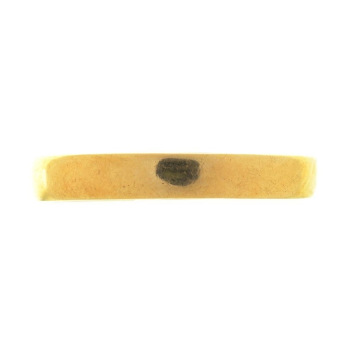 25 - <p>AN 18CT GOLD WEDDING RING, LONDON 1989, SIZE O, 1.5G</p><p></p>...