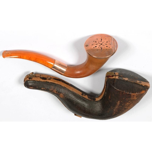311 - <p>A GILTMETAL MOUNTED MEERSCHAUM CALABASH TOBACCO PIPE WITH AMBER MOUTHPIECE AND ENGRAVED GOLD COLO...