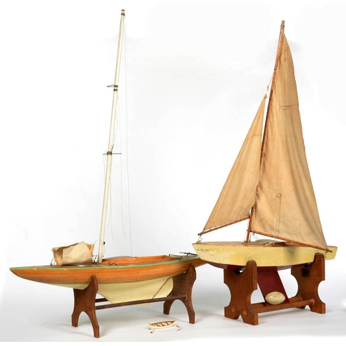 390 - <p>TWO VICTORIAN POND YACHTS, 76CM L AND SMALLER</p>...
