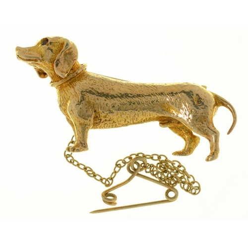 44 - <p>A 9CT GOLD BROOCH FASHIONED AS  DACHSUND, GARNET EYES, 3.5 X 2 CM APROX, 7G</p><p></p>...